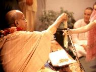 Brahmin initiation and women gurus